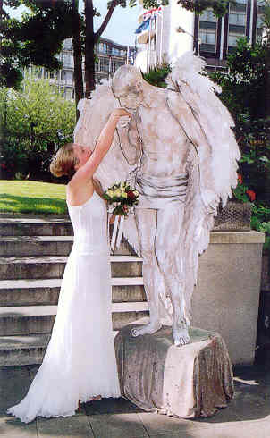 wedding human statues