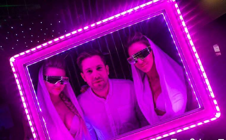 LED PHOTO FRAME ENTERTAINMENT WITH HOSTESSES