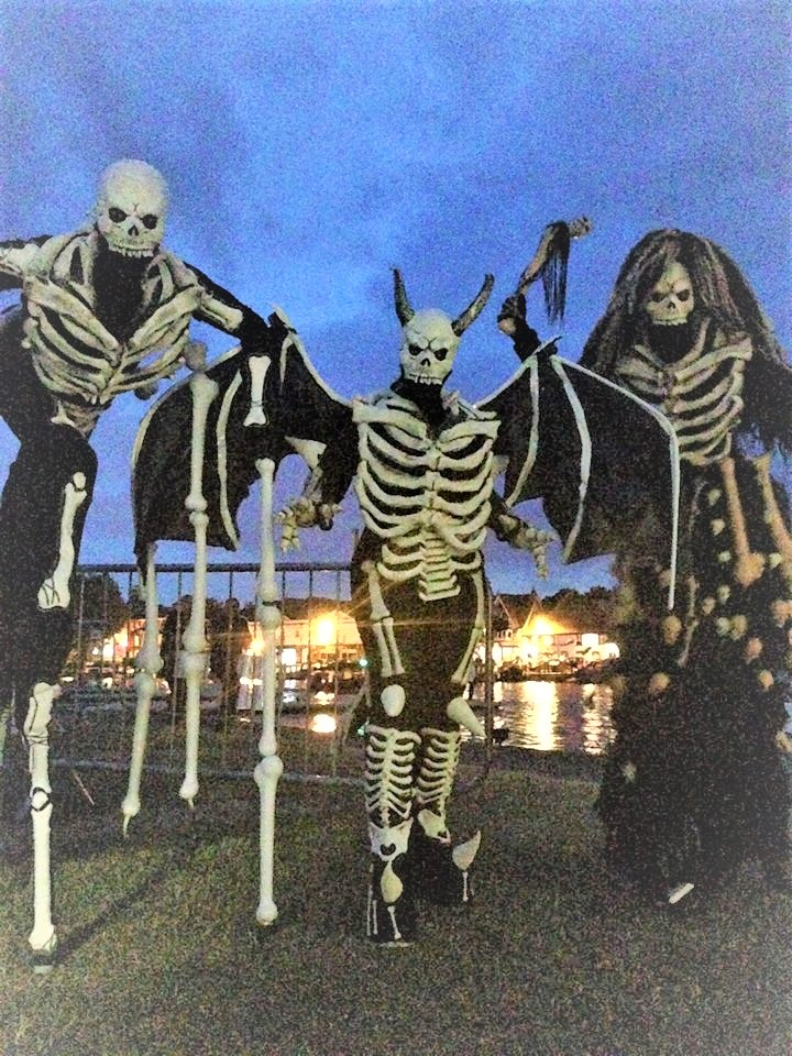 SKELETON HALLOWEEN STILT WALKERS