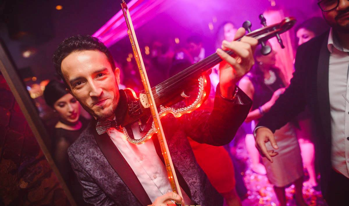 ELECTRIC VIOLINIST can be booked virtually